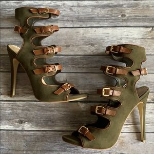Army Green Shoe Dazzle Gold Buckle Heels size 9.5